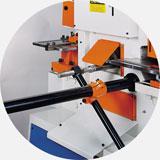 Механический упор для контроля длины рубки заготовок.