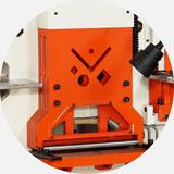 Гидравлический прижим заготовки в объединенном блоке рубки.